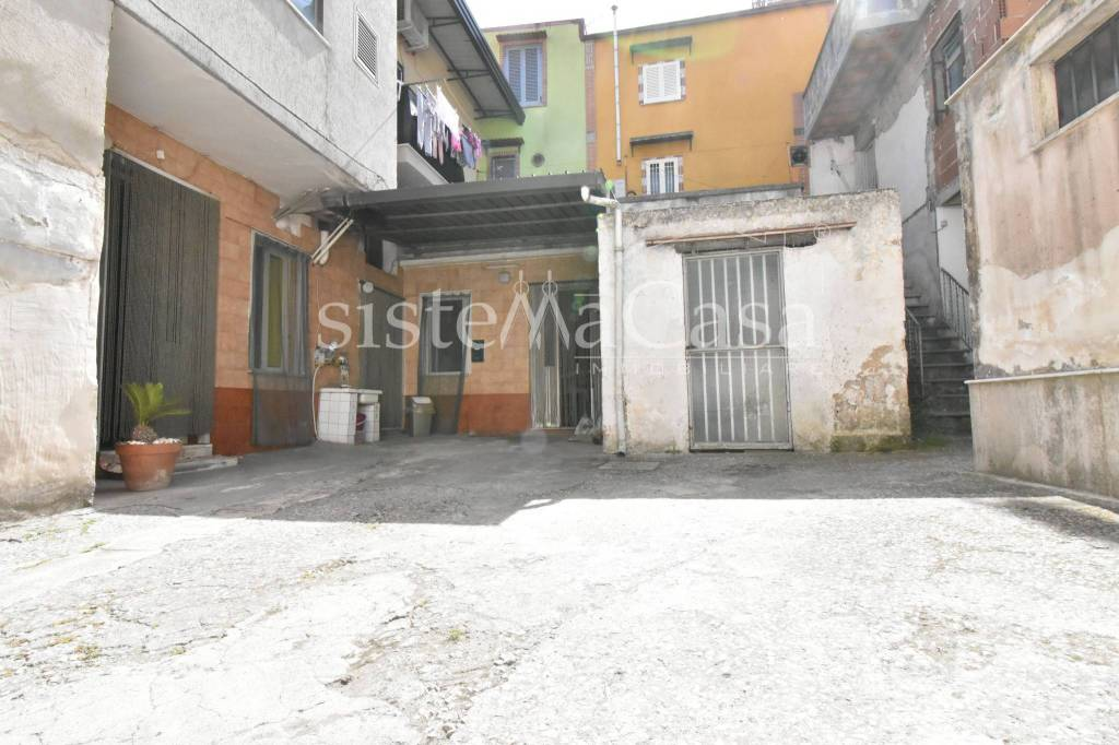 Appartamento in vendita a Brusciano, 3 locali, prezzo € 75.000 | CambioCasa.it