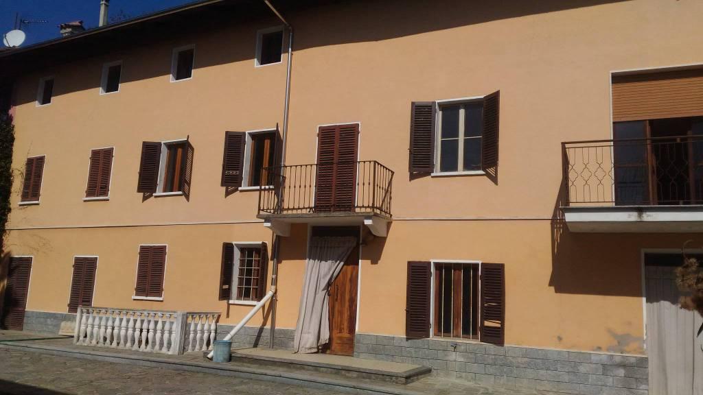 Rustico / Casale in vendita a Govone, 7 locali, prezzo € 120.000 | CambioCasa.it