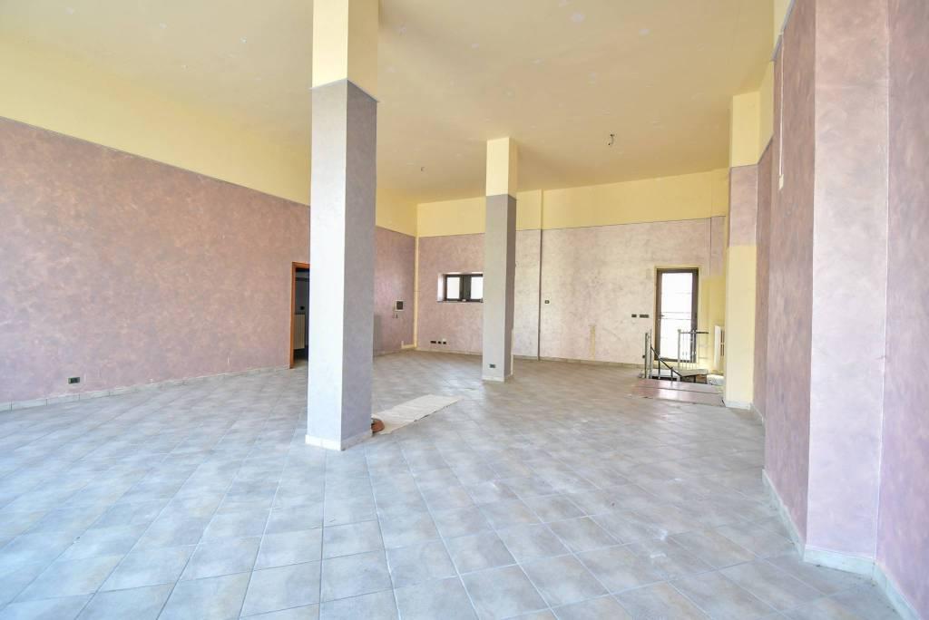 Negozio / Locale in affitto a Pinerolo, 1 locali, prezzo € 750 | CambioCasa.it