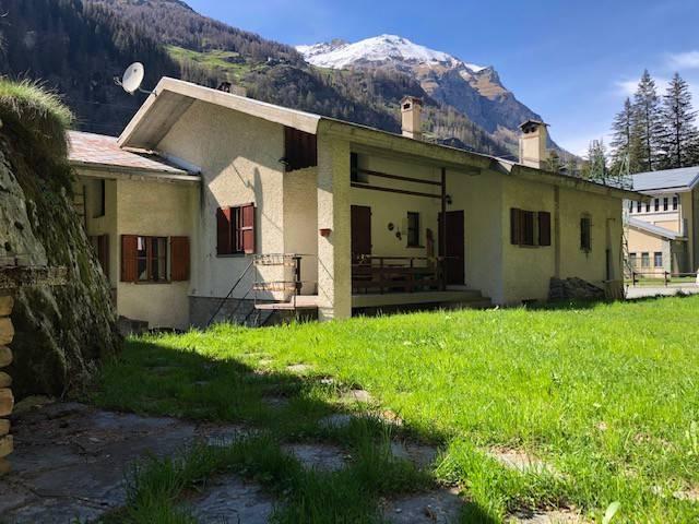 Villa in vendita a Gressoney-Saint-Jean, 3 locali, Trattative riservate | CambioCasa.it