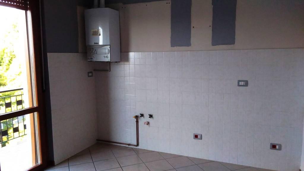 Appartamento in affitto a Cologno al Serio, 4 locali, prezzo € 550 | PortaleAgenzieImmobiliari.it