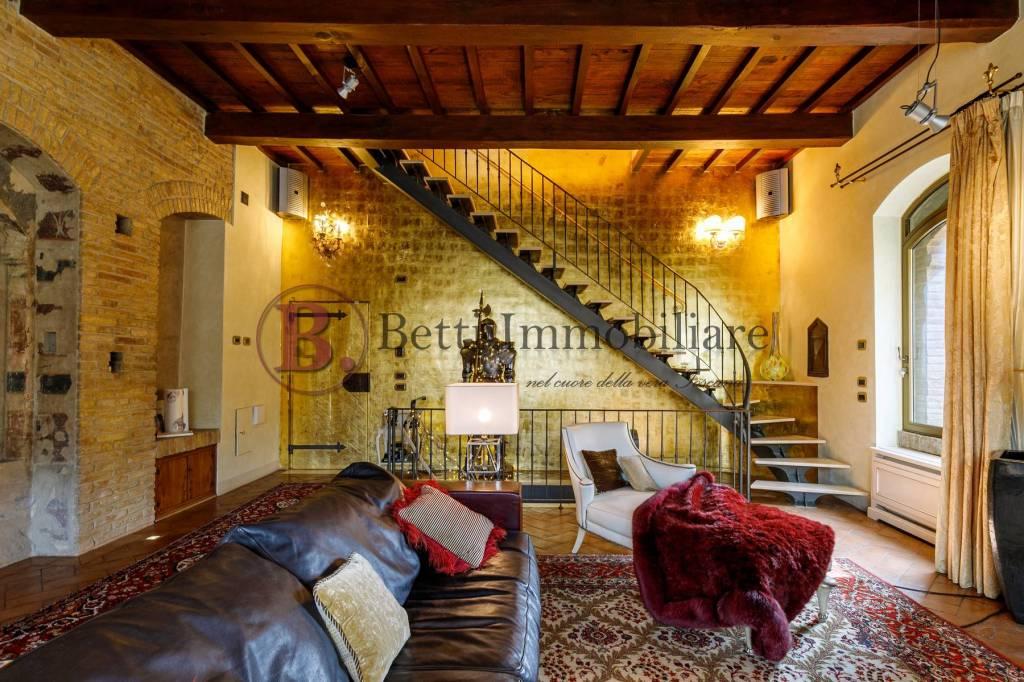 Attico / Mansarda in vendita a San Gimignano, 8 locali, prezzo € 850.000 | PortaleAgenzieImmobiliari.it