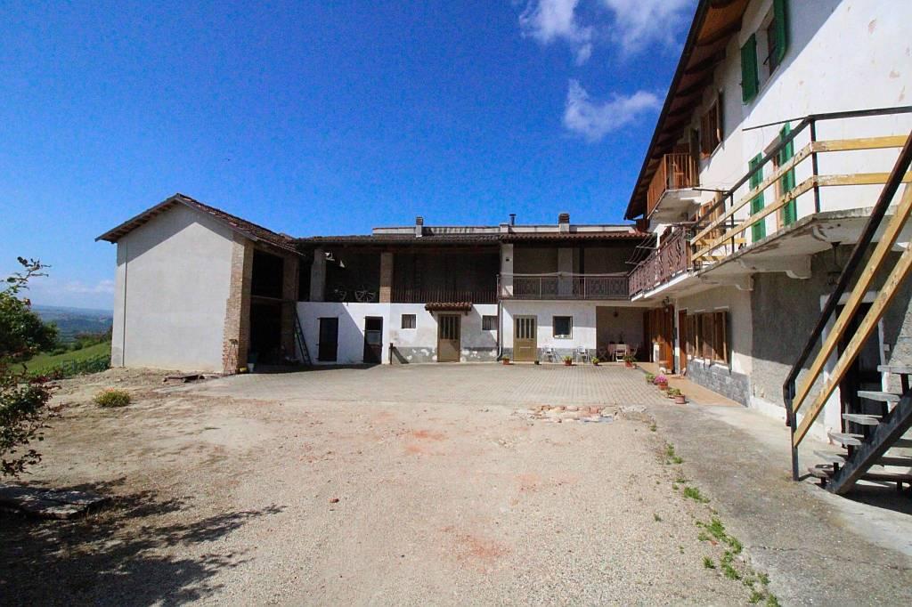 Villa in vendita a Govone, 13 locali, prezzo € 174.000 | CambioCasa.it