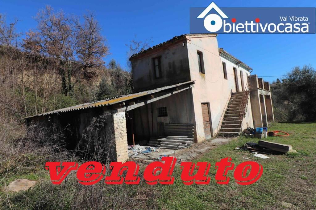 Rustico / Casale da ristrutturare in vendita Rif. 9087965