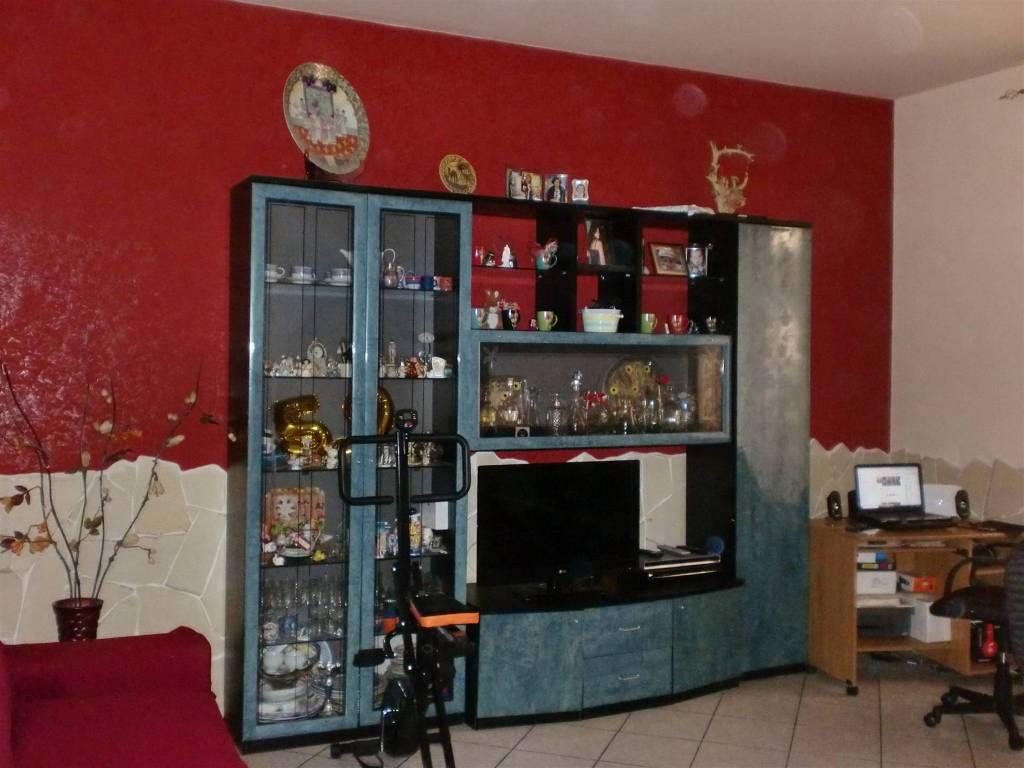 Appartamento in vendita a Pedara, 3 locali, prezzo € 75.000   CambioCasa.it