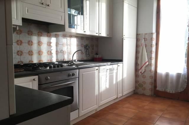 Appartamento in buone condizioni in vendita Rif. 9140359