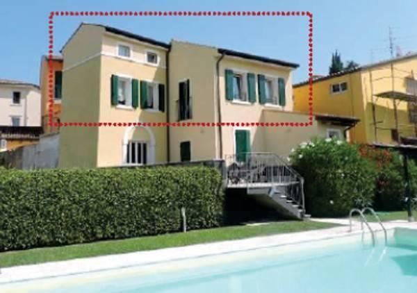 Appartamento in buone condizioni in vendita Rif. 9196602
