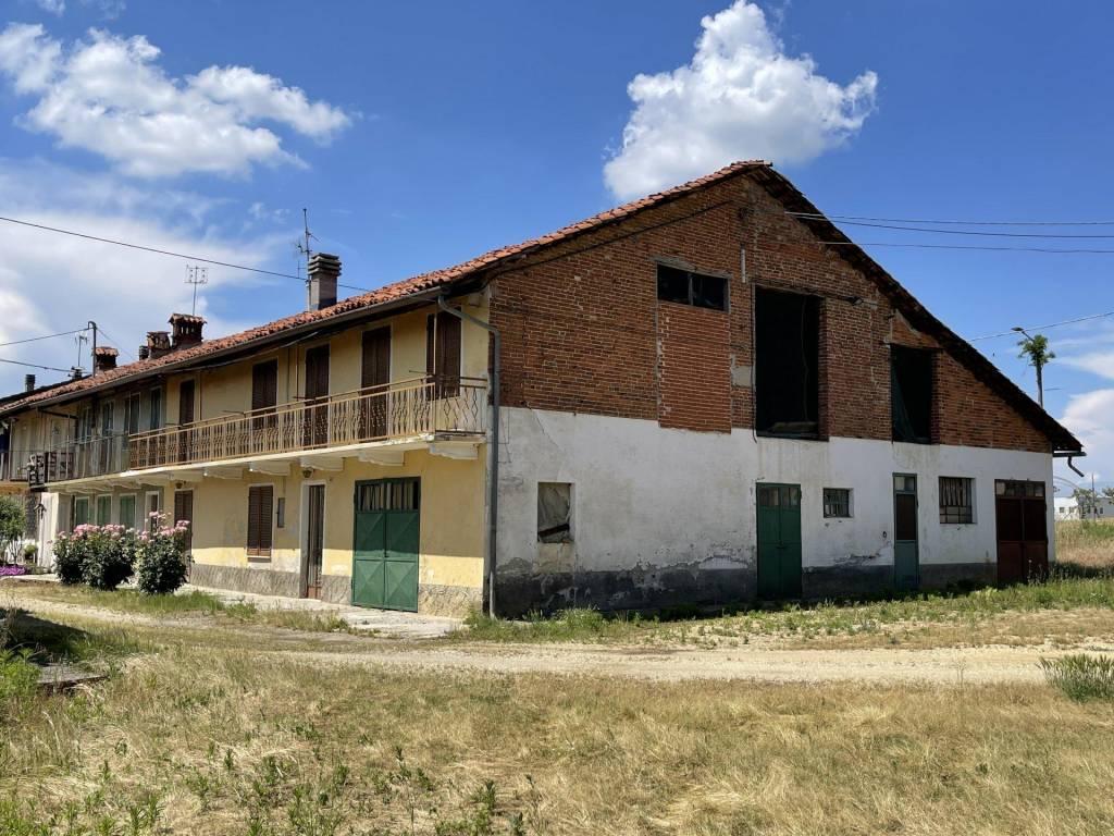 Rustico / Casale in vendita a Baldissero d'Alba, 6 locali, prezzo € 99.000   PortaleAgenzieImmobiliari.it