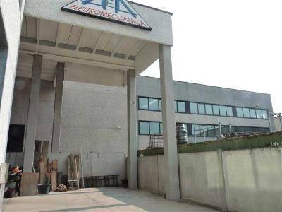 Immagine immobiliare Oggetto del presente annuncio commerciale sono due porzioni immobiliari a uso artigianale comprese in un complesso produttivo di due piani fuori terra edificato nel 2003 sito nella zona artigianale di Argelato comune della provincia nord di...