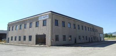 Immagine immobiliare L'opificio industriale è ubicato nell'area industriale denominata Valle di Vitalba nel Comune di Atella Provincia di Potenza. Posizionato in zona di facile raggiungimento, il sito dista pochi minuti dalla superstrada che porta a Foggia ed...
