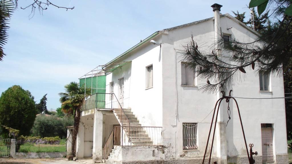 Rustico / Casale da ristrutturare in vendita Rif. 4304354