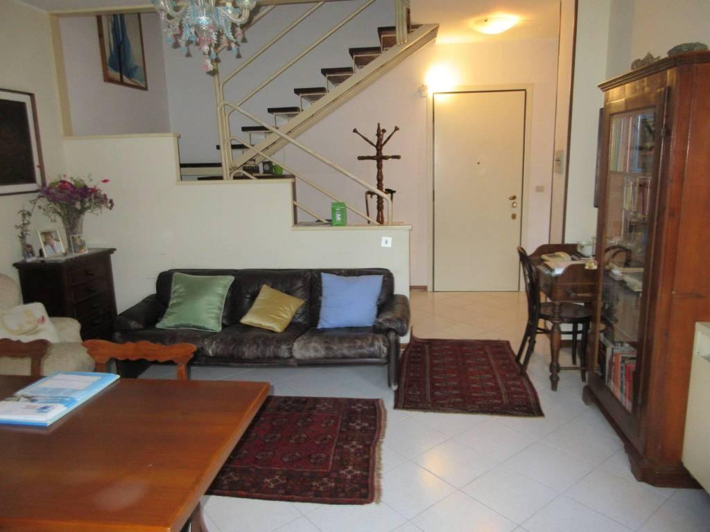 Appartamento in vendita a Pesaro, 4 locali, prezzo € 160.000 | PortaleAgenzieImmobiliari.it
