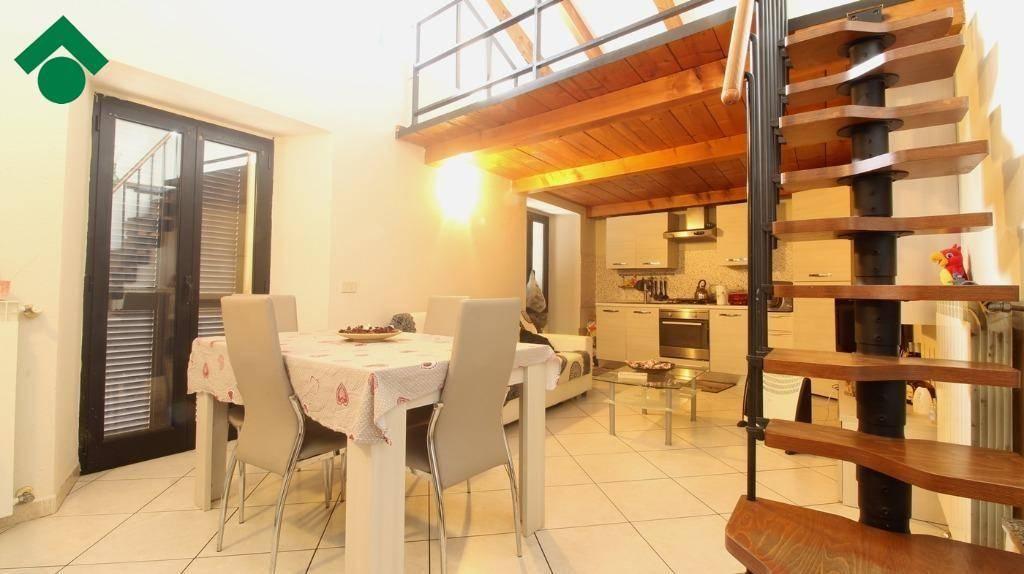 Appartamento in buone condizioni in vendita Rif. 9336059