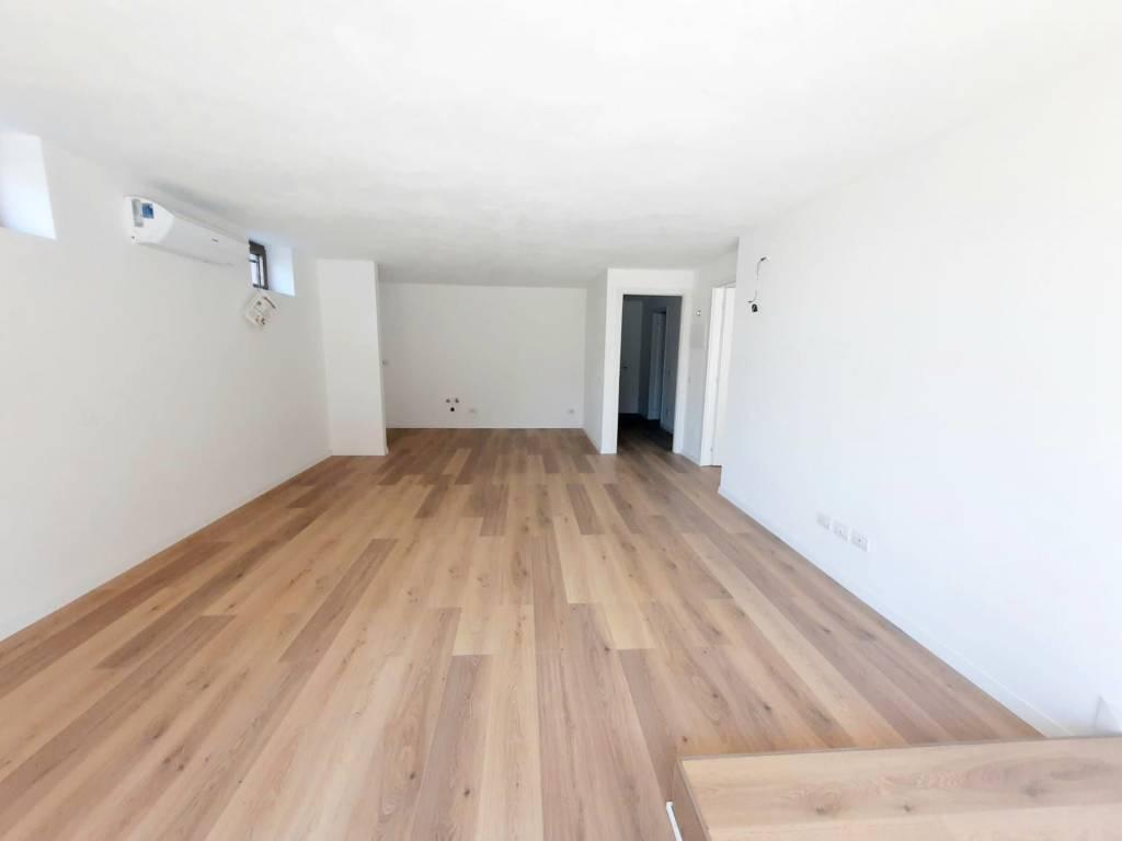 Appartamento in vendita a Induno Olona, 3 locali, prezzo € 140.000 | CambioCasa.it