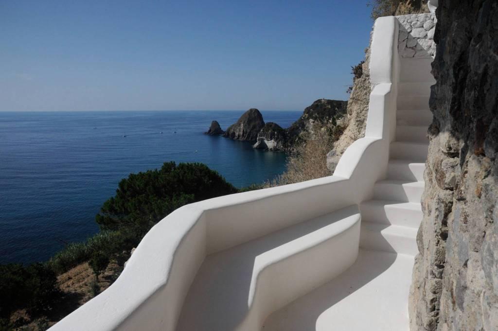 Villa in vendita a Ponza, 4 locali, prezzo € 880.000   CambioCasa.it