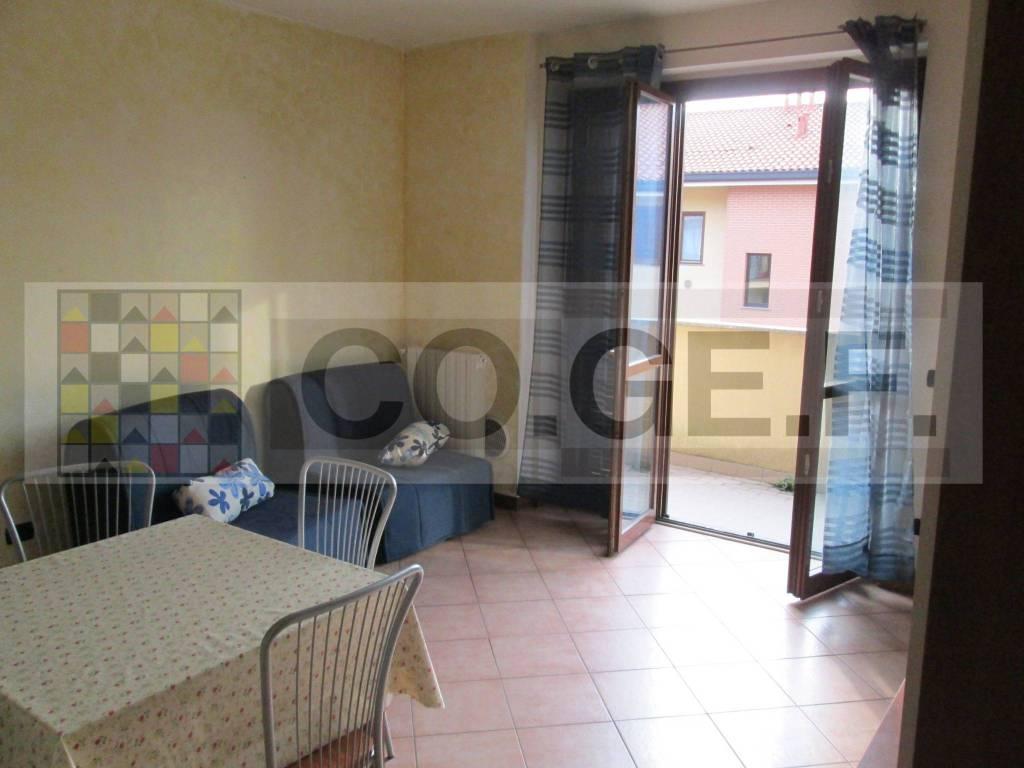 Appartamento in buone condizioni arredato in affitto Rif. 8440575