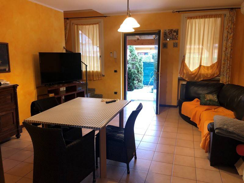 Villa a Ispra in Vendita
