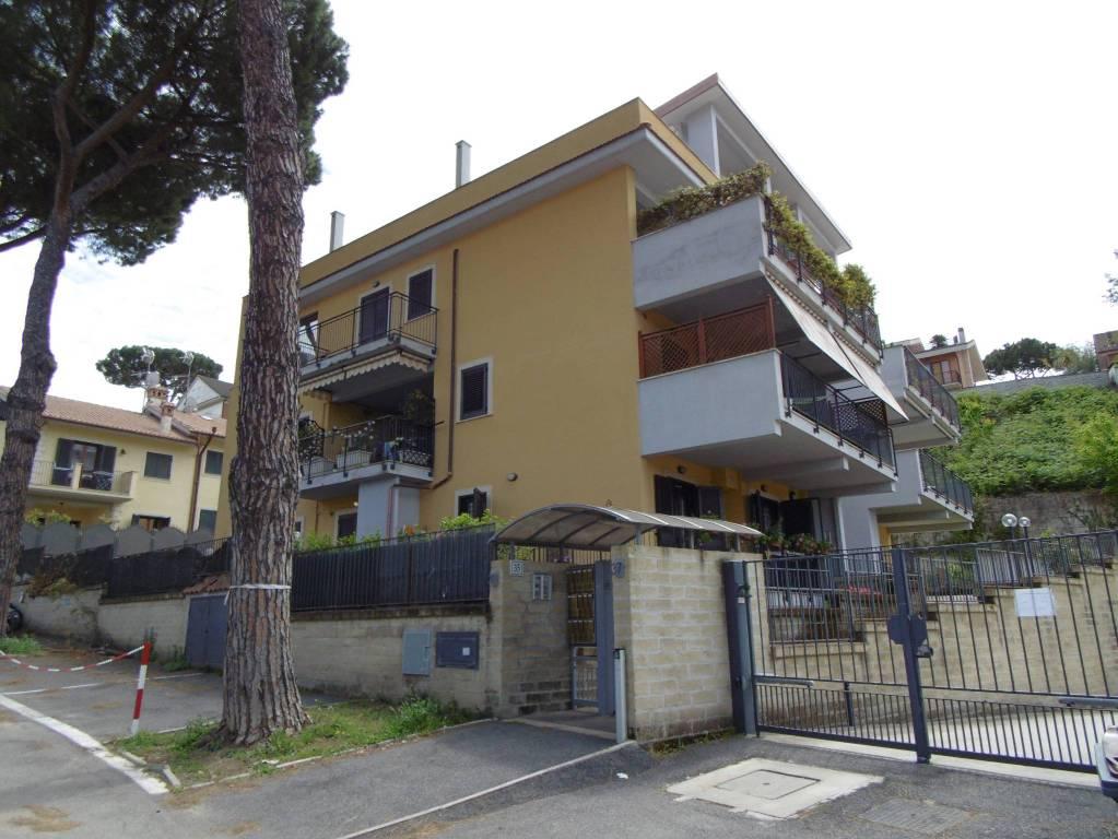 Appartamento in ottime condizioni in affitto Rif. 7946405