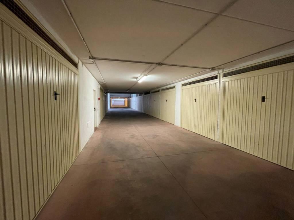 Box / Garage in vendita a Roma, 9999 locali, zona Zona: 28 . Torrevecchia - Pineta Sacchetti - Ottavia, prezzo € 25.000 | CambioCasa.it
