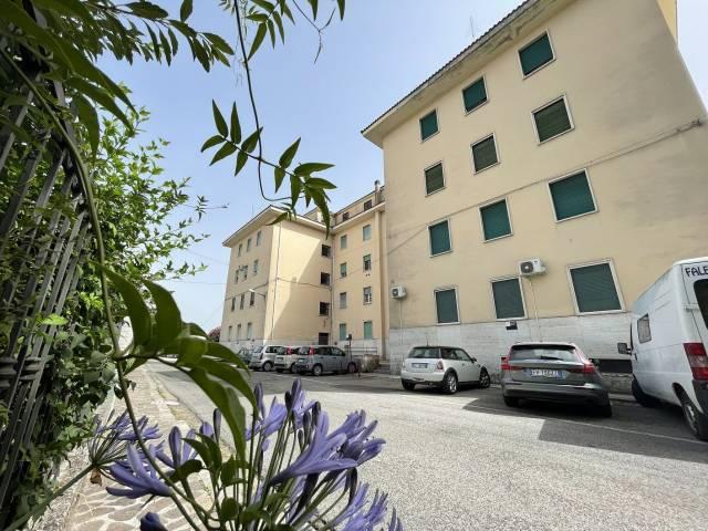 Appartamento in ottime condizioni in vendita Rif. 4271924