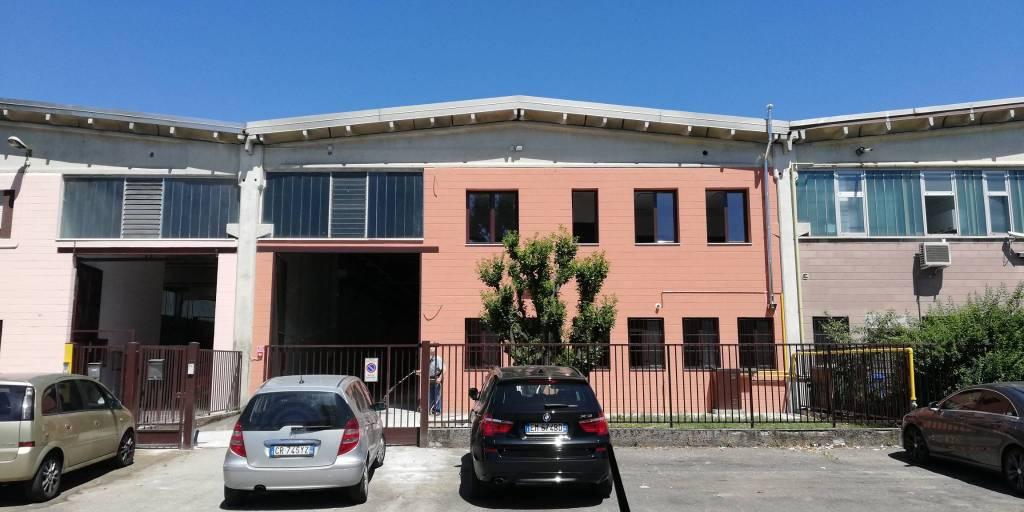 Capannone in affitto a Paderno Dugnano, 2 locali, prezzo € 3.300 | CambioCasa.it