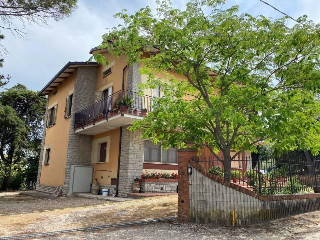 Villa in Vendita a Castiglione Del Lago Periferia: 5 locali, 200 mq