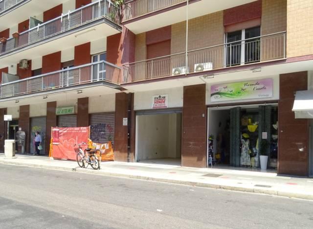 Negozio-locale in Vendita a Bari Semicentro Est: 1 locali, 105 mq