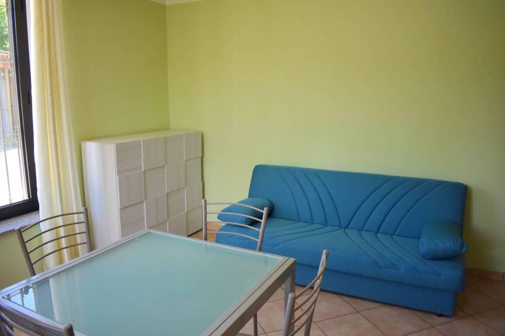 Appartamento in buone condizioni in affitto Rif. 8155024