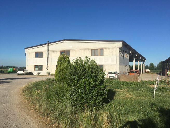 Capannone in vendita a Isso, 6 locali, prezzo € 690.000 | PortaleAgenzieImmobiliari.it