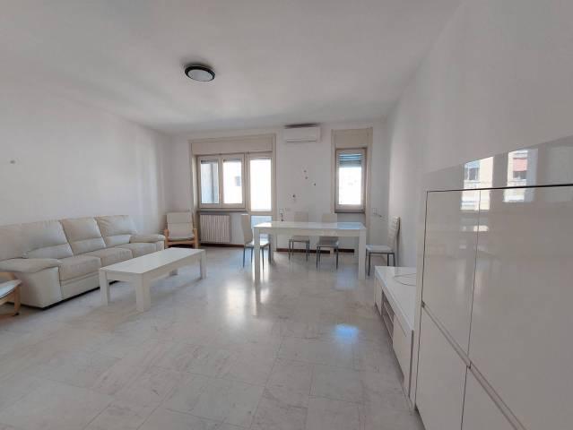 Appartamento in affitto a Lecce, 5 locali, prezzo € 750 | Cambio Casa.it