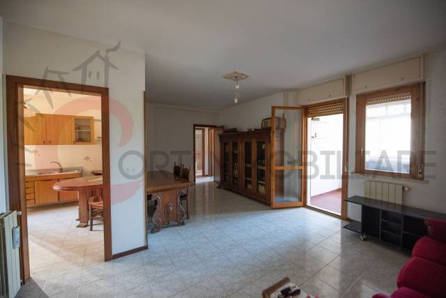 Appartamento in buone condizioni parzialmente arredato in vendita