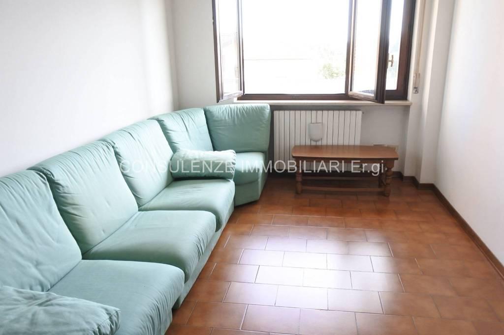 Appartamento in buone condizioni in affitto Rif. 8590153