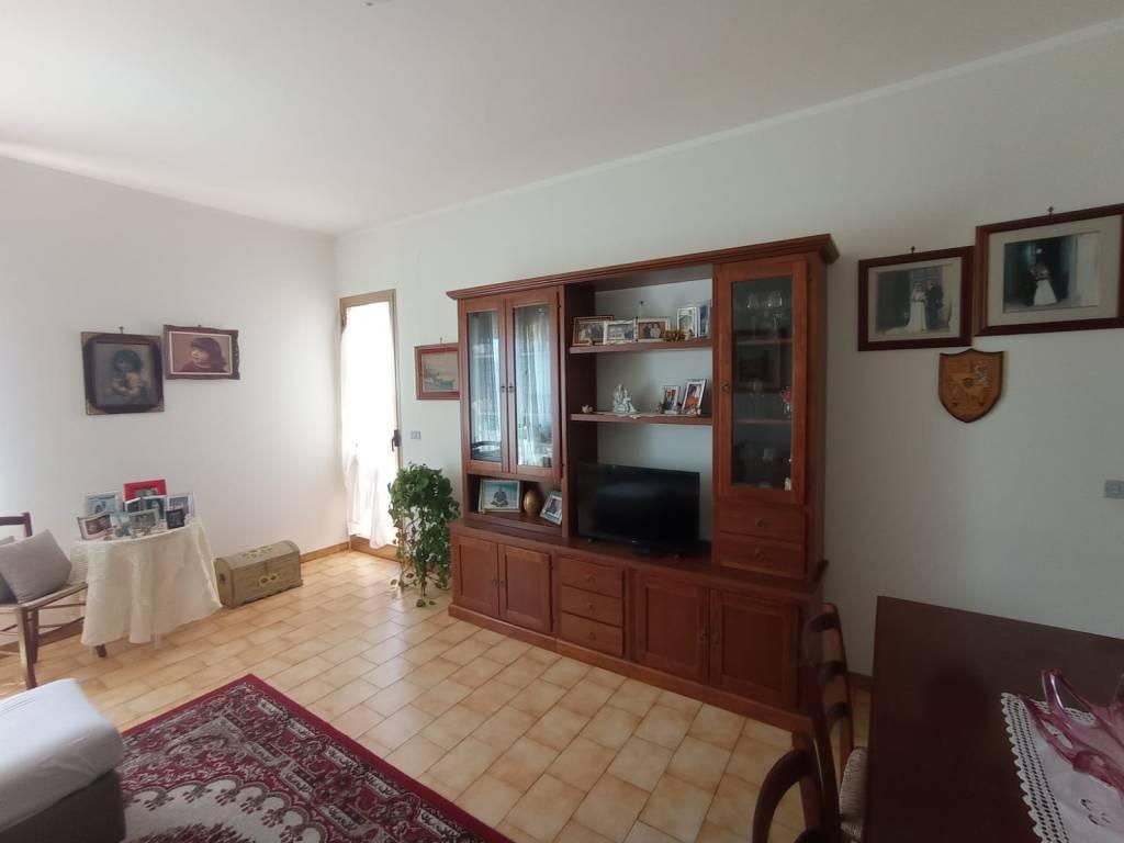 Appartamento in vendita a Racale, 6 locali, prezzo € 83.000   CambioCasa.it