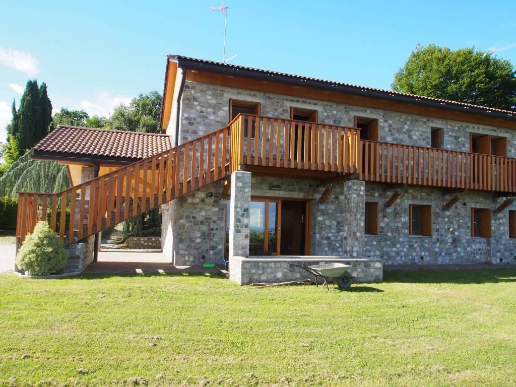Rustico / Casale in affitto a Moruzzo, 4 locali, prezzo € 1.500   CambioCasa.it