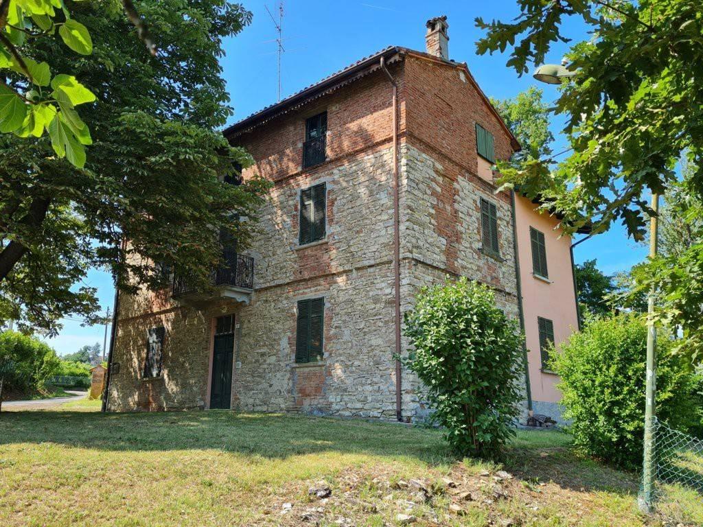 Rustico / Casale in vendita a Montecalvo Versiggia, 8 locali, prezzo € 120.000 | PortaleAgenzieImmobiliari.it