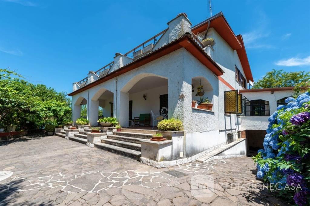 Villa in vendita a Labico, 8 locali, prezzo € 269.000   CambioCasa.it
