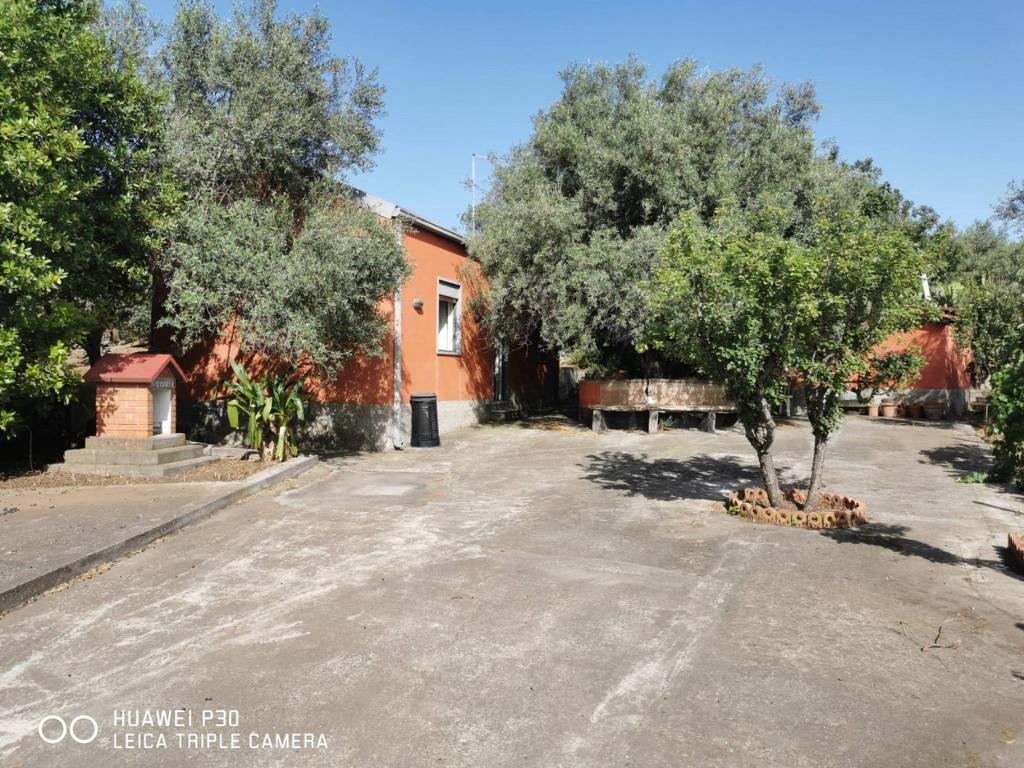 Villa in vendita a Camporotondo Etneo, 2 locali, prezzo € 69.000   CambioCasa.it