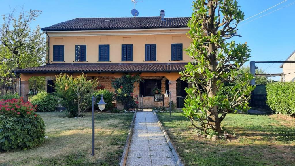 Rustico / Casale in vendita a Rivarone, 7 locali, prezzo € 280.000   CambioCasa.it