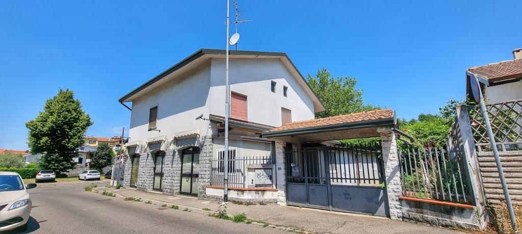 Villa in vendita a Cesate, 6 locali, prezzo € 290.000 | CambioCasa.it