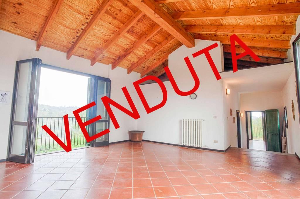 Villa in vendita a Cremolino, 9 locali, prezzo € 290.000 | CambioCasa.it