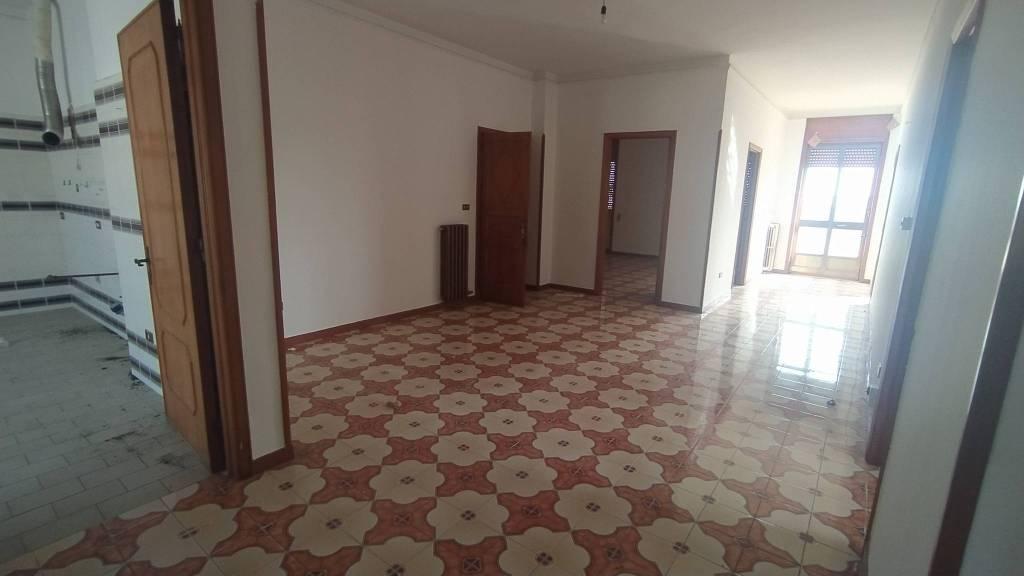 Appartamento in vendita a Taviano, 5 locali, prezzo € 120.000 | PortaleAgenzieImmobiliari.it