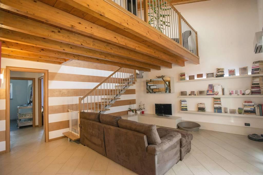 Appartamento in vendita a Brembate di Sopra, 5 locali, prezzo € 345.000 | PortaleAgenzieImmobiliari.it