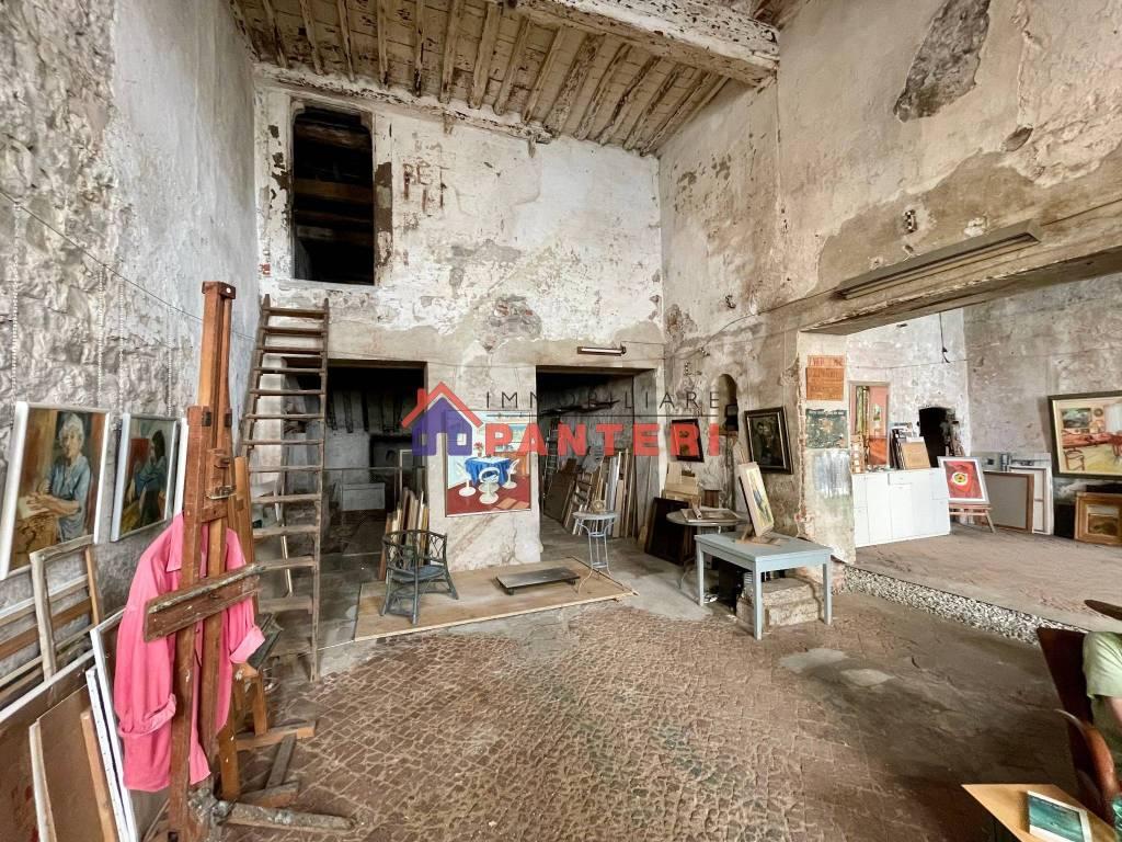 Negozio / Locale in vendita a Pescia, 6 locali, prezzo € 90.000 | CambioCasa.it