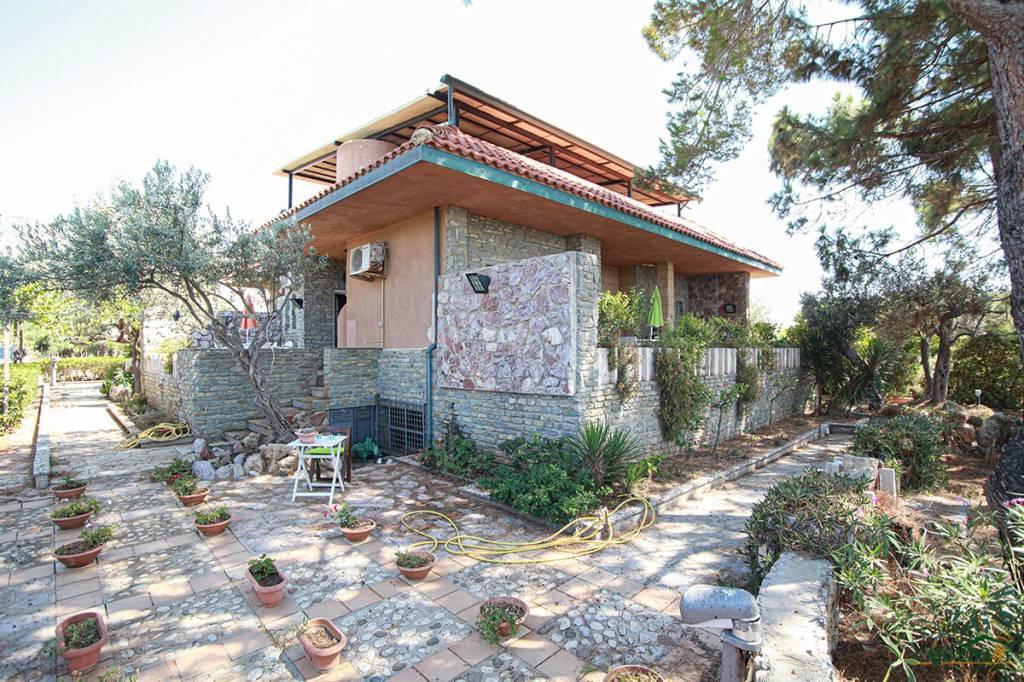 Villa in vendita a Terrasini, 6 locali, prezzo € 330.000 | CambioCasa.it
