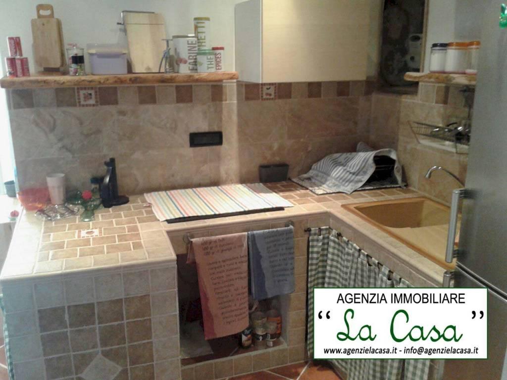 Soluzione Indipendente in vendita a Passerano Marmorito, 7 locali, prezzo € 39.900 | CambioCasa.it