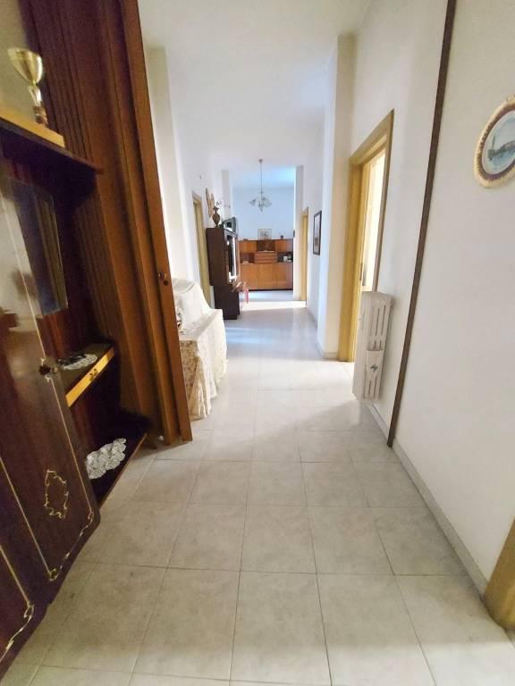 Appartamento in vendita a Roma, 5 locali, zona Zona: 19 . Colombo, Garbatella, Navigatori, Omboni, prezzo € 300.000   CambioCasa.it