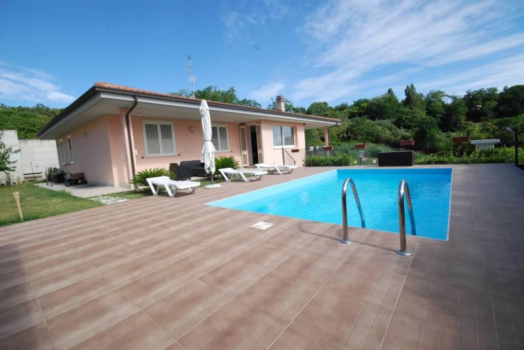 Villa in vendita a Colonnella, foto 0