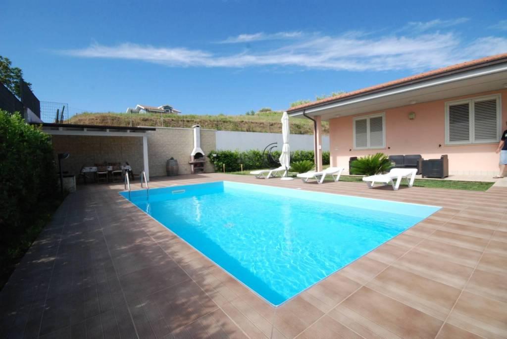 Villa in vendita a Colonnella, foto 1
