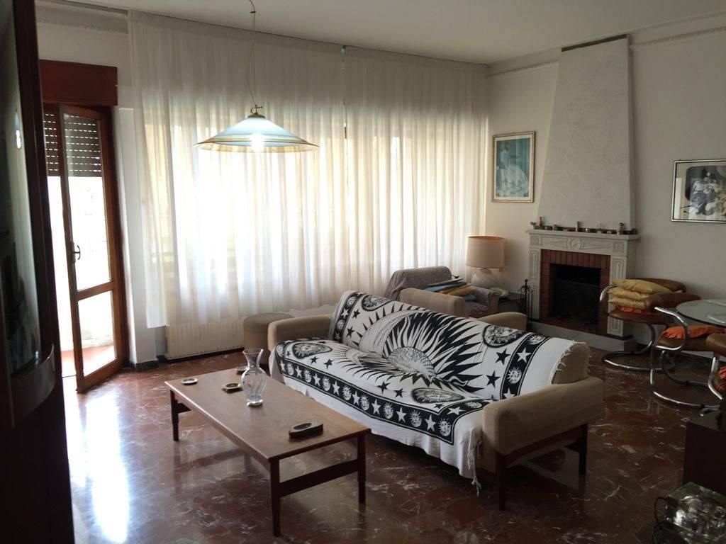 Appartamento 6 locali in vendita a Ortonovo (SP)