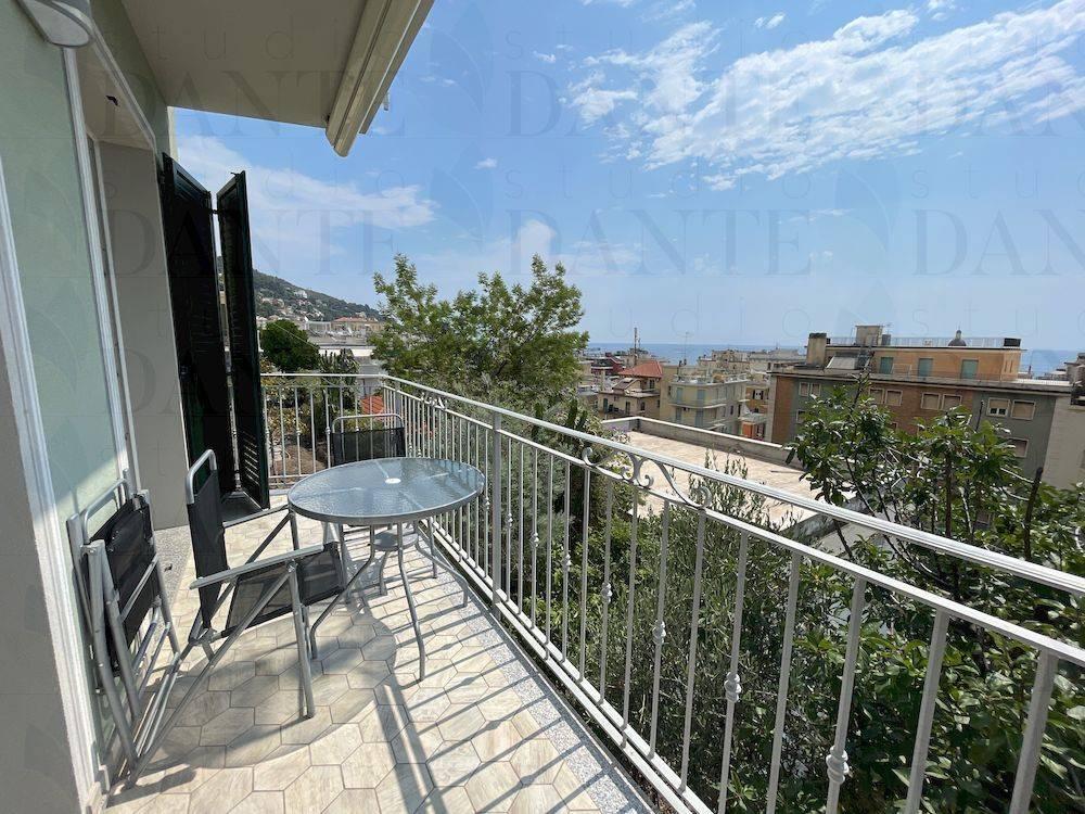 Appartamento in affitto a Alassio, 3 locali, prezzo € 2.000 | CambioCasa.it